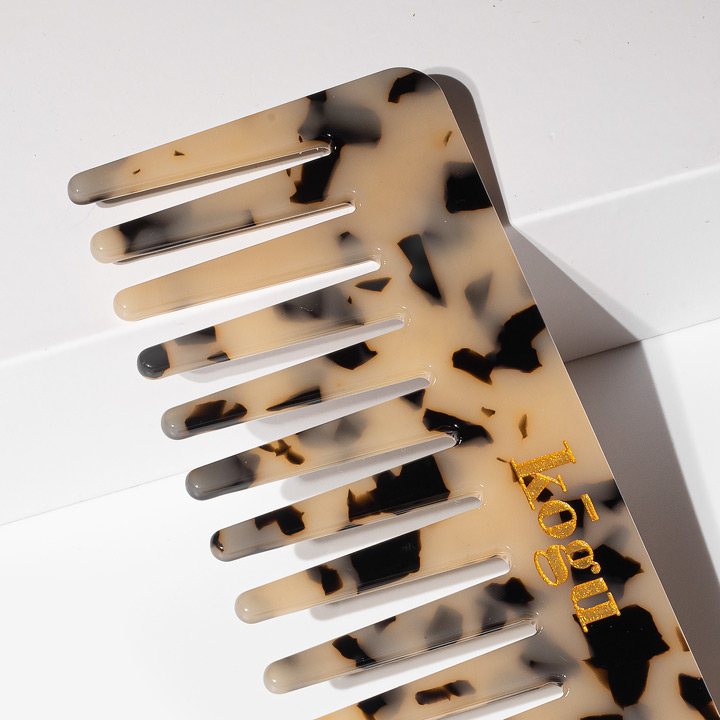 Kogu leopard print wide tooth comb lifted on a corner
